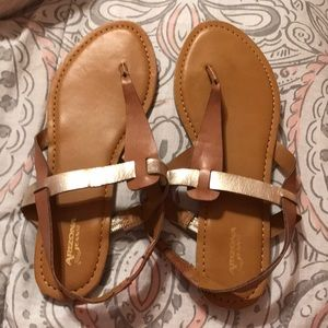 LIKE NEW Sandals size 7⭐️